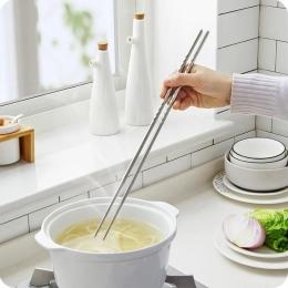 Dlouhé kovové hůlky na vaření