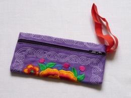 Látková taštička fialová s vyšívanými květy