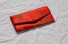 Peněženka červená s vyšívaným motivem draka