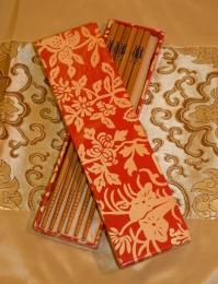 Set tří párů bambusových jídelních hůlek ve zdobené krabičce