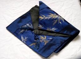 Běhoun - modré barvy s květinovým motivem