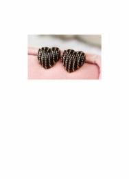 Srdíčka s proužky, černé barvy